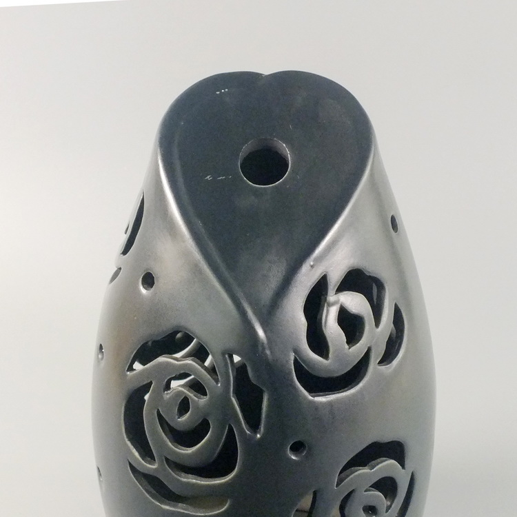 Aroma Diffuser Ceramic Black Heart with Rose Details